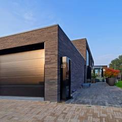 Woonhuis MNRS Eindhoven :  Garage/schuur door 2architecten