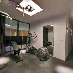 Woonhuis MNRS Eindhoven :  Fitnessruimte door 2architecten,