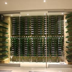 Bodegas de vino de estilo moderno por ShoWine