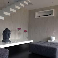 Treppenstufen und -podest, Wandeinbaunischen :  Treppe von RGenau Industries KG - HiGloss-Design