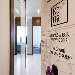 Front doors by KODO projekty i realizacje wnętrz