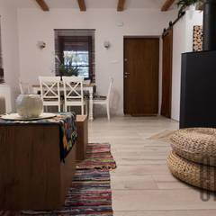 Wiejski domek: styl , w kategorii Salon zaprojektowany przez Emka
