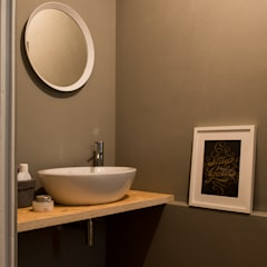 Osb style: Bagno in stile  di ghostarchitects