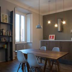 Osb style: Sala da pranzo in stile  di ghostarchitects