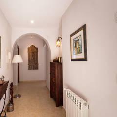 Pasillos y vestíbulos de estilo  por Home & Haus | Home Staging & Fotografía