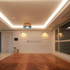동탄 아파트 인테리어 - 웨인스코팅으로 유럽풍 느낌을 실현한 쌍용 플래티넘 by.n디자인인테리어: N디자인 인테리어의  거실