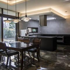 동탄인테리어 빈티지 모던스타일로 연출한 어반뷰 타운하우스 고급주택 아파트인테리어 by.n디자인인테리어: N디자인 인테리어의  주방,컨트리