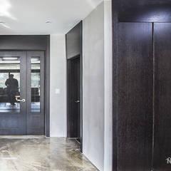 동탄인테리어 빈티지 모던스타일로 연출한 어반뷰 타운하우스 고급주택 아파트인테리어 by.n디자인인테리어: N디자인 인테리어의  복도 & 현관