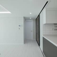 동탄인테리어 시범다은마을 우남퍼스트빌 아파트 리모델링 by.n디자인인테리어: N디자인 인테리어의  복도 & 현관,모던