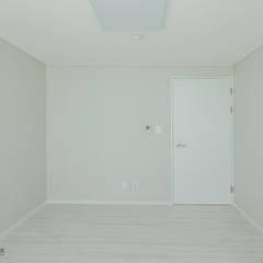 동탄인테리어 시범다은마을 우남퍼스트빌 아파트 리모델링 by.n디자인인테리어: N디자인 인테리어의  방