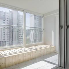 동탄인테리어 시범다은마을 우남퍼스트빌 아파트 리모델링 by.n디자인인테리어: N디자인 인테리어의  베란다,모던