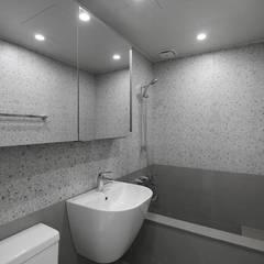 따스한 분위기의 압구정 현대아파트 32py _ 이사 전: 홍예디자인의  욕실