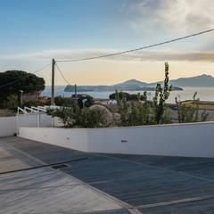 Entrata alla villa: Villa in stile  di manuarino architettura design comunicazione