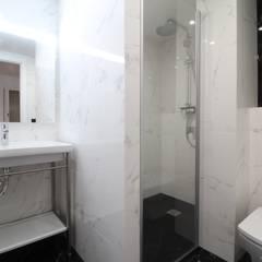 Home Staging: Piso de Ensueño en Barcelona : Baños de estilo  de Home & Daniels, S.L.