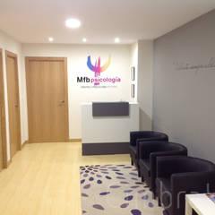 """Centro de psicología sanitaria """"Mfb psicología"""".: Clínicas de estilo  de Cimbra47"""