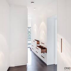 by ONE!CONTACT - Planungsbüro GmbH Minimalist انجینئر لکڑی Transparent