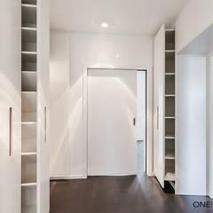 Closets de estilo  por ONE!CONTACT - Planungsbüro GmbH