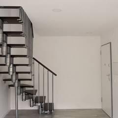 Apartamento T1 Duplex - open space: Espaços de restauração  por JHST, LDA