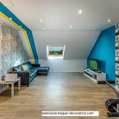 Rénovation d'une salle-de-jeux pour ados.: Salle multimédia de style  par  Lucile Tréguer, décoratrice d'intérieur