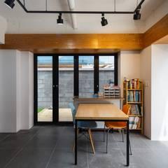 interior & architecture by INARK 대구 북구 침산동 다은하우스 대구 상가주택 인아크 건축 설계 인테리어 디자인: inark [인아크 건축 설계 디자인]의  서재 & 사무실