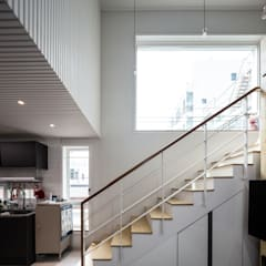 interior & architecture by INARK 대구 북구 침산동 다은하우스 대구 상가주택 인아크 건축 설계 인테리어 디자인: inark [인아크 건축 설계 디자인]의  계단