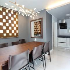 interior by INARK 대구 송현동 주택 리모델링 대구 전원주택 인아크 건축 설계 인테리어 디자인: inark [인아크 건축 설계 디자인]의  다이닝 룸