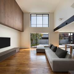 延岡の家: Atelier Squareが手掛けたリビングです。,モダン 木 木目調