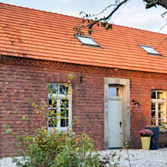 Country house by De Nieuwe Context, Industrial Bricks