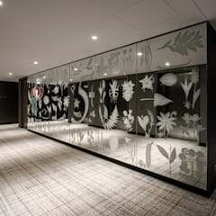 Lift Landing Hyatt Regency Amsterdam - Mirror artwork and carpet by Rive Roshan:  Hotels by Rive Roshan