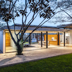 Detached home by Gabriel Rivera Arquitectos