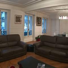 Appartement - Paris 5è - Atelier Florent: Salon de style  par ATELIER FLORENT - Architectes d'Intérieur Paris