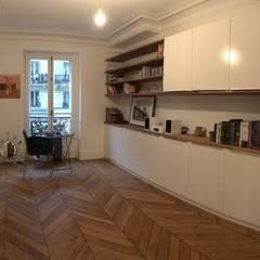 Appartement - Paris 5è - Atelier Florent: Chambre de style  par ATELIER FLORENT - Architectes d'Intérieur Paris