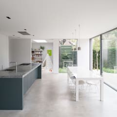 Oatlands Close by IQ Glass UK 모던 알루미늄 / 아연