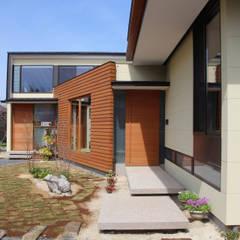 須賀川の立体住居: 芳賀宣則建築設計が手掛けた家です。