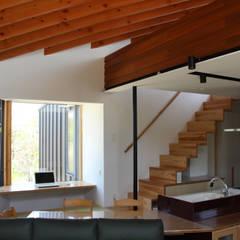 須賀川の立体住居: 芳賀宣則建築設計が手掛けたダイニングです。