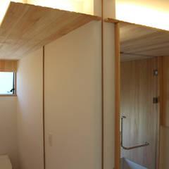 須賀川の立体住居: 芳賀宣則建築設計が手掛けた浴室です。