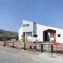울산미호집 정면: 주택설계전문 디자인그룹 홈스타일토토의  전원 주택
