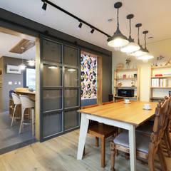 원주 반곡동주택 다이닝: 주택설계전문 디자인그룹 홈스타일토토의  다이닝 룸