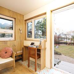 타샤의 정원을 꿈꾸며 지은 원주혁신도시 집: 주택설계전문 디자인그룹 홈스타일토토의  다이닝 룸,북유럽 우드 우드 그레인