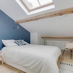 Combles aménagés, chambre cosy: Chambre de style  par Lisa Bronsztejn, Architecture d'intérieur