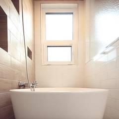 매립식 선반: 위드하임의  욕실