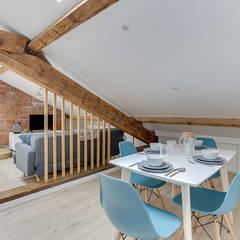sejour scandinave cloison amovible tasseaux par Lisa Bronsztejn et Maurine Bellier: Salle à manger de style  par Lisa Bronsztejn, Architecture d'intérieur