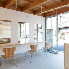 木箱の家: すずき/suzuki architects (一級建築士事務所すずき)が手掛けた廊下 & 玄関です。