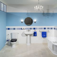 Klassisches Badezimmer mit freistehender Badewanne:  Badezimmer von Traditional Bathrooms GmbH