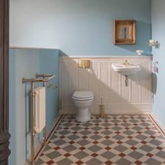 WC im englischen Stil :  Badezimmer von Traditional Bathrooms GmbH