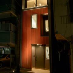 Terrace house by ティー・ケー・ワークショップ一級建築士事務所