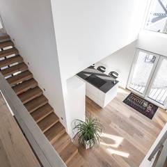 Individuell geplantes Traumhaus mit vielen Highlights innen wie außen :  Flur & Diele von wir leben haus