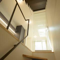 Stairs by ティー・ケー・ワークショップ一級建築士事務所