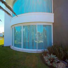 Porta de Vidro Curvada em Alumínio Lojas & Imóveis comerciais clássicos por Belas Artes Estruturas Avançadas Clássico
