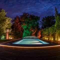 สระในสวน โดย Moreno Licht mit Effekt - Lichtplaner, ผสมผสาน ไม้ Wood effect